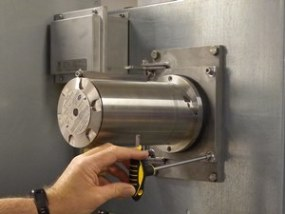 Gassdetektor montert på utsiden av ventilasjonskanal offshore