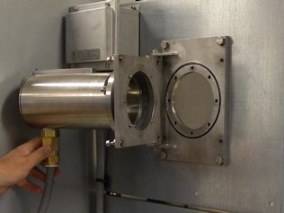 Hengslet gassdetektor åpen posisjon med tilgang linse